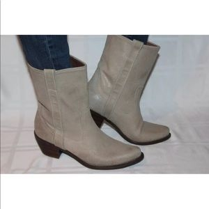 Steve Madden sand suede Western short boots